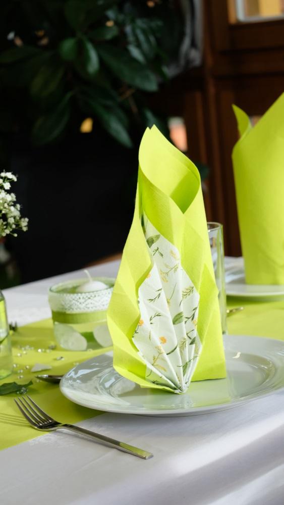 Poti face cei mai frumosi iepurasi, flori sau cuiburi de oua: Idei de impaturire a servetelelor pentru masa de Pasti: Evantaiul primaverii