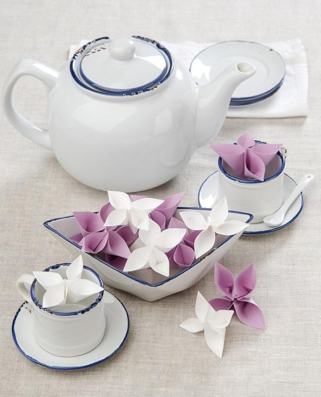 Origami, arta insufletirii hartiei: Cum sa dai un aer festiv mesei si casei tale cu decoratiuni origami minunate: Trifoi cu 4 foi: noroc si sanatate in casa cui le are pe masa