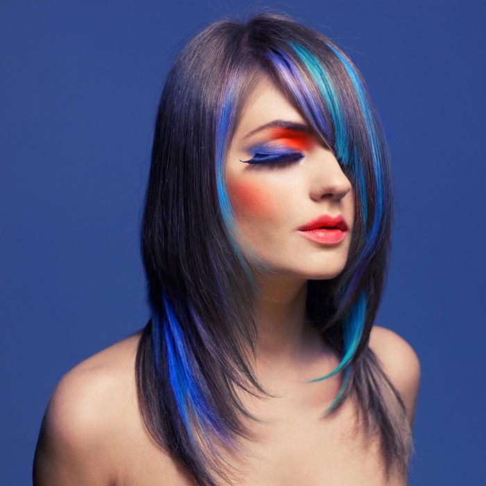 Parul de sirena: 10 exemple de buna purtare a albastrului clasic (culoarea anului!) in par: Suvite delicate si partial vopsite in albastru