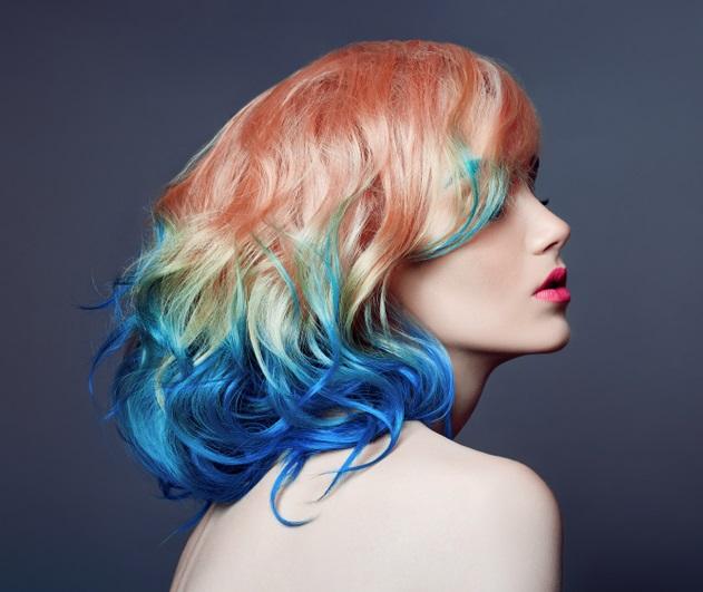 Parul de sirena: 10 exemple de buna purtare a albastrului clasic (culoarea anului!) in par: Albastru profund si clasic pe varfurile firelor de par