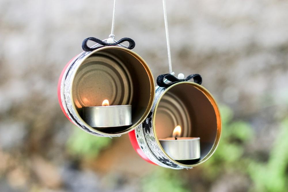 Proiecte pentru acasa: 15 Idei Inteligente de a realiza obiecte creative din Materiale Reciclabile: Suport de lumanari suspendat, obtinut din cutii de conserve