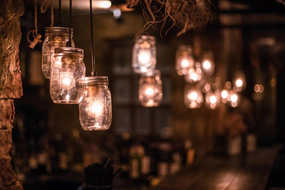 Proiecte pentru acasa: 15 Idei Inteligente de a realiza obiecte creative din Materiale Reciclabile: Lampi DIY obtinute din borcane de sticla cu capac