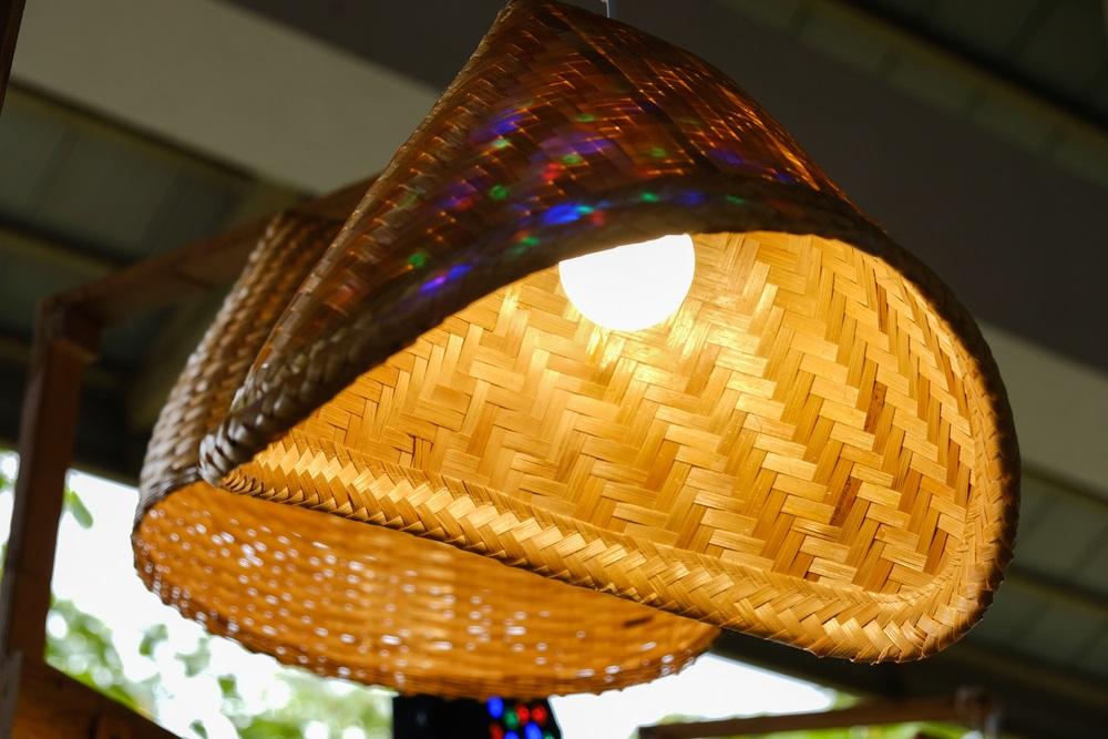 Proiecte pentru acasa: 15 Idei Inteligente de a realiza obiecte creative din Materiale Reciclabile: Lustra creativa confectionata din steamer thailandez de fiert orezul