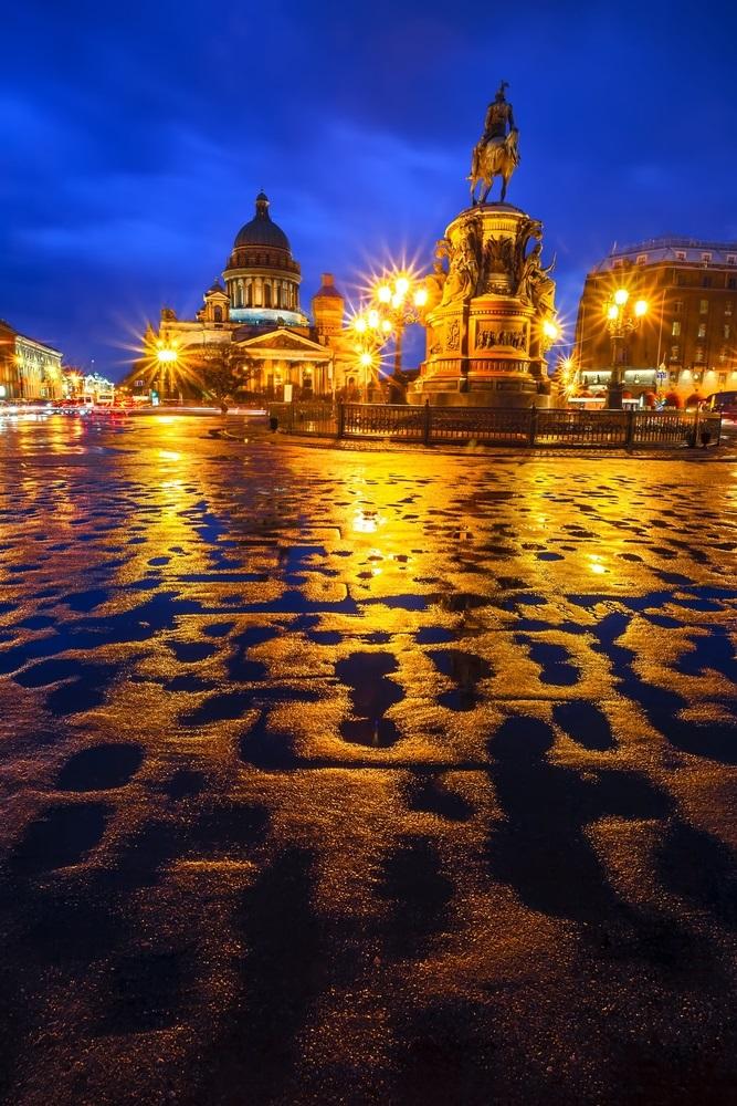 Ploua noaptea in oras: 16 Imagini nocturne feerice cu ploaia si luminile orasului: Ploaie nocturna pe strazile orasului Sankt Petersburg