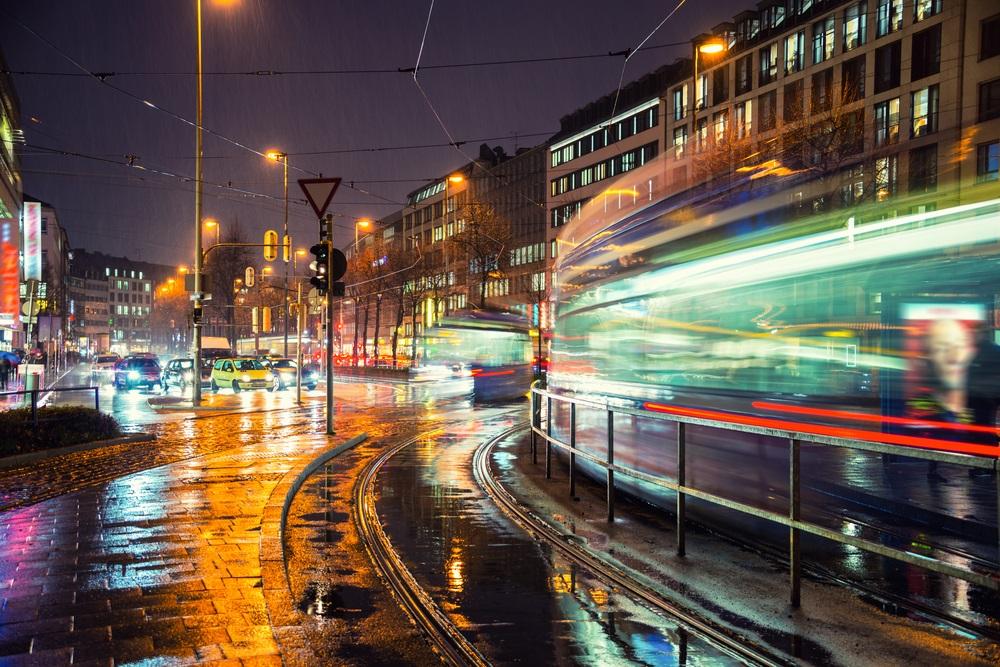 Ploua noaptea in oras: 16 Imagini nocturne feerice cu ploaia si luminile orasului: Noapte in München: Nu doar ploaia este vie, totul este in miscare