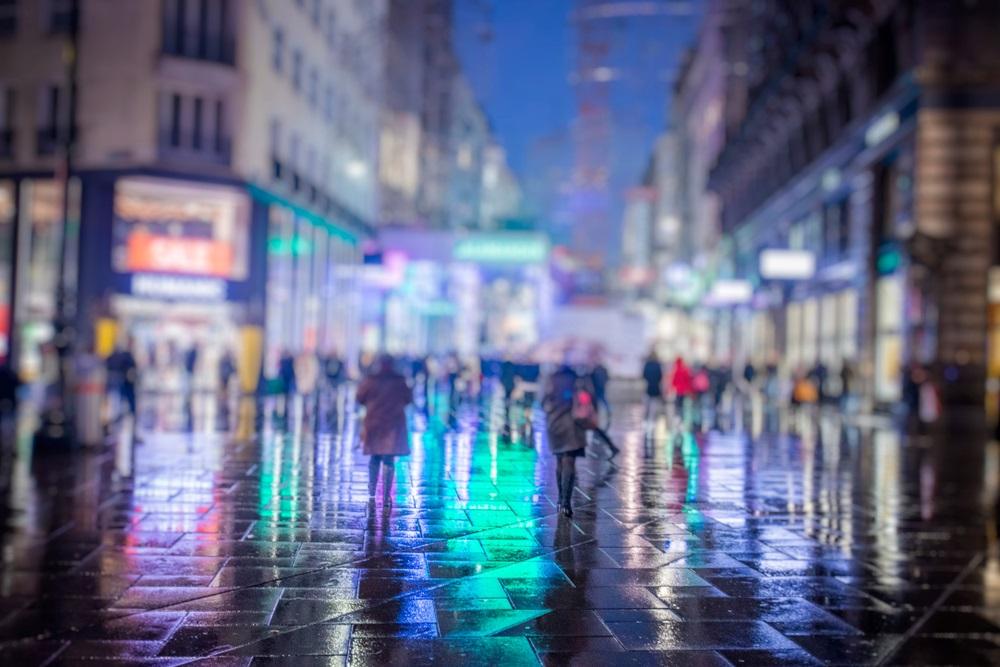Ploua noaptea in oras: 16 Imagini nocturne feerice cu ploaia si luminile orasului: Fiecare pe drumul lui, ploaia pe al nostru