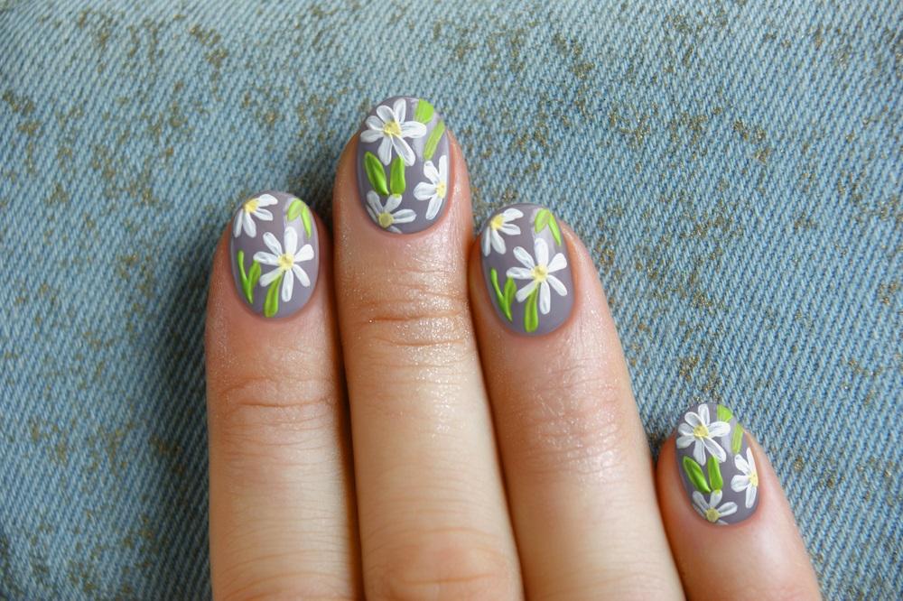 Manichiura inspirata de natura: Cele mai frumoase modele de unghii: Arta pe unghii cu flori de musetel