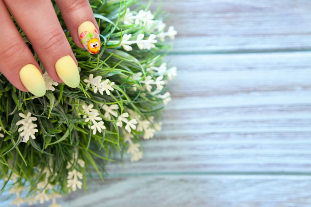 Manichiura inspirata de natura: Cele mai frumoase modele de unghii: Manichiura de primavara - vara: un puiut dragut rasarit pe unghiute