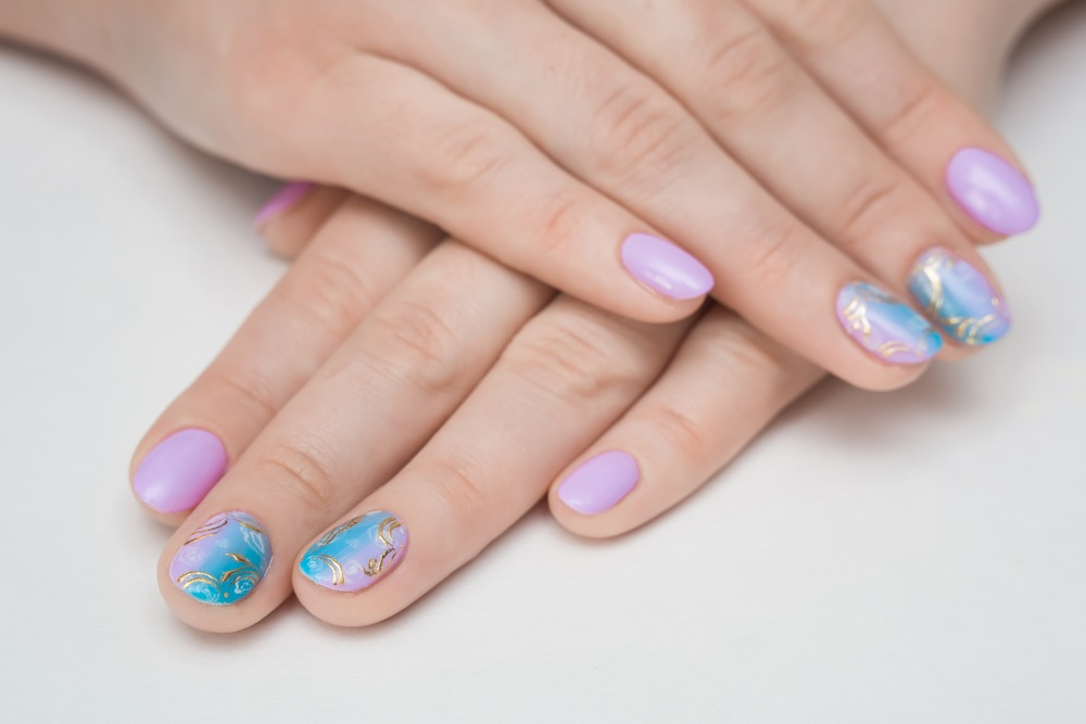 Manichiura inspirata de natura: Cele mai frumoase modele de unghii: Culorile din gradini si motivele florale sunt o eterna inspiratie si pentru cromatica unghiutelor