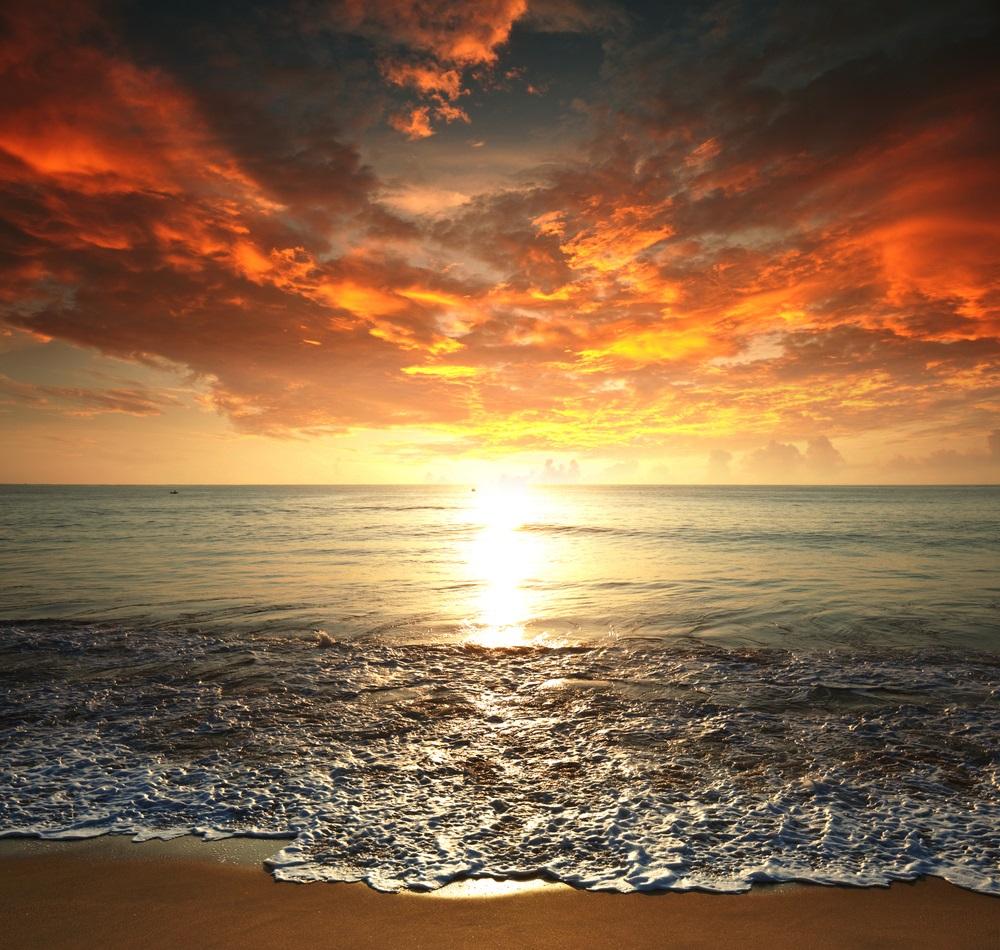 Apus de soare la mare: 19 imagini magnifice, desprinse parca din Paradisul asfintiturilor: Un apus de soare peste mare ne aminteste de sfarsituri si de noile posibilitati care vin la pachet cu ele