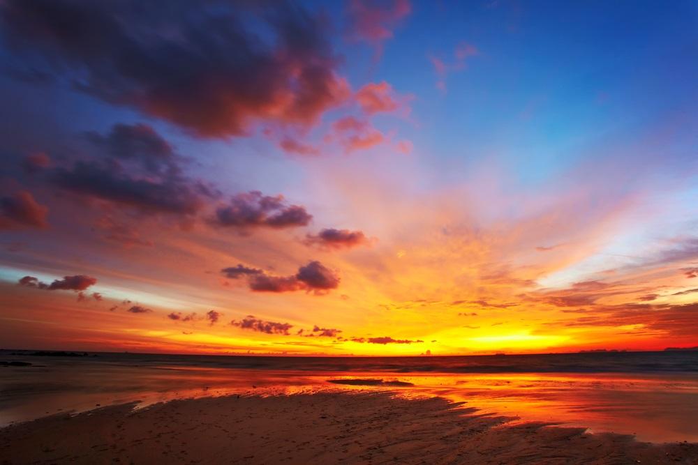 Apus de soare la mare: 19 imagini magnifice, desprinse parca din Paradisul asfintiturilor: Apus de soare surprins in Thailanda, pe insula Koh Lanta