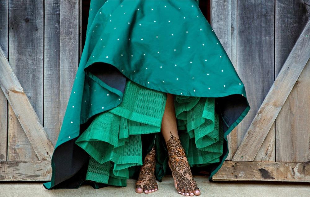 Inspiratie de vara din arta Mehndi: Cele mai frumoase modele decorative de henna pe picioare: Mireasa din Pakistan purtand henna decorativa pe picioare