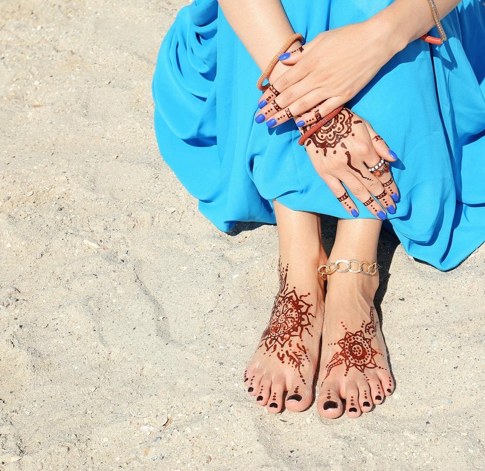 Inspiratie de vara din arta Mehndi: Cele mai frumoase modele decorative de henna pe picioare: Soarele, un simbol omniprezent in zilele de vara