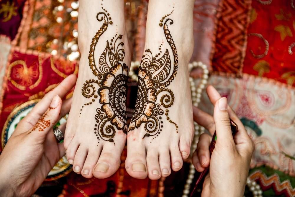 Inspiratie de vara din arta Mehndi: Cele mai frumoase modele decorative de henna pe picioare: Model traditional indian cu henna