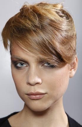 Culori de par in tendinte in primavara 2010: Blond aramiu in tonuri