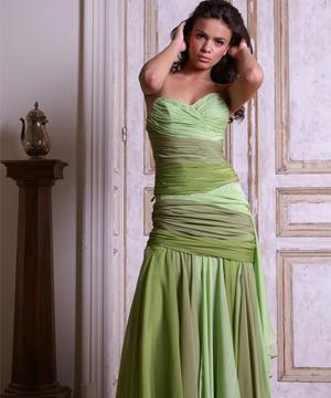 13 rochii superbe pentru Revelion: Fire Collection- Rochie de seara verde