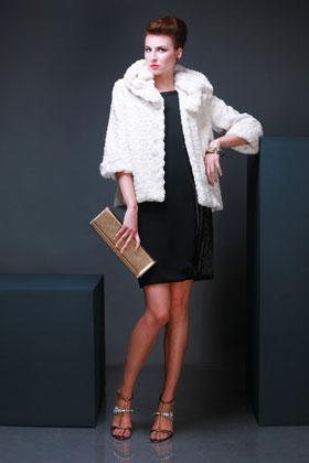 13 rochii superbe pentru Revelion: Rochie neagra simpla, un look elegant