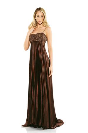 13 rochii superbe pentru Revelion: Rochie de seara eleganta si pretioasa