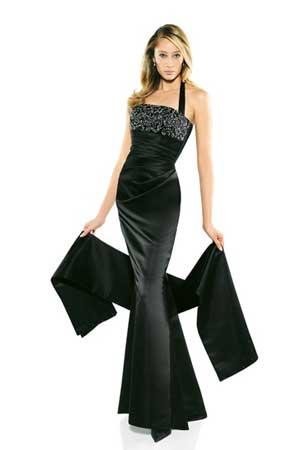 13 rochii superbe pentru Revelion: Rochie neagra fascinanta si sexy