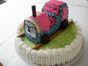 10 Retete de Torturi pentru aniversarea micututlui tau: Tort Locomotiva Timp de preparare: 300 - min Dificultate: medie Ingrediente: Blat *