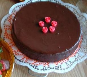 10 Retete de Torturi pentru aniversarea micututlui tau: Tort cu glazura de ciocolata  Timp de preparare: 70 min Dificultate: