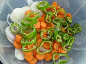 5 retete de salate de post: Salata de telina cu mere si nuci