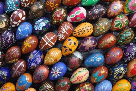 Ne pregatim de Pasti? Atunci punem copiii la joaca!: Modele pictate de oua