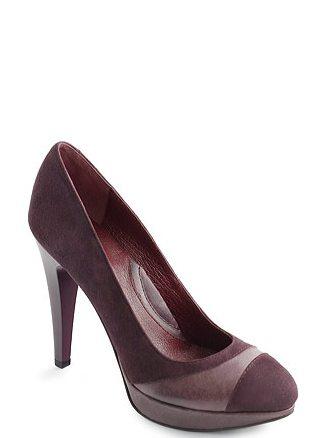 In tendinte: 25 de modele de pantofi superbi, cu toc: Pantofi mov din piele intoarsa si piele mata