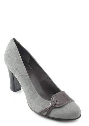 In tendinte: 25 de modele de pantofi superbi, cu toc: Pantofi din piele intoarsa