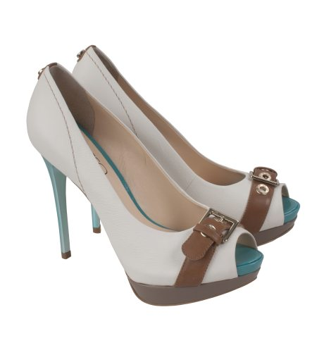 In tendinte: 25 de modele de pantofi superbi, cu toc: Pantofi cu catarama Il Passo
