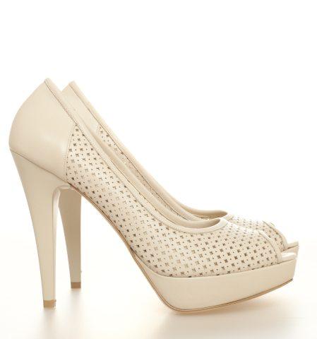 In tendinte: 25 de modele de pantofi superbi, cu toc: Pantofi cu minidecupaje