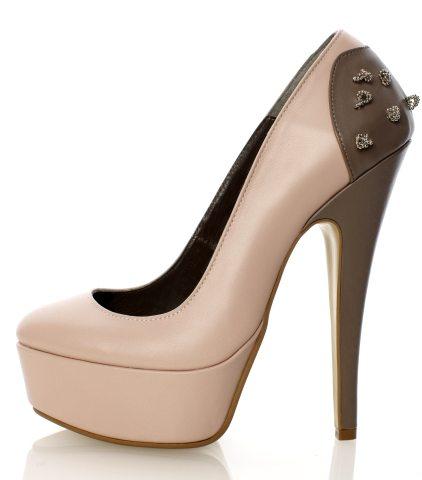 In tendinte: 25 de modele de pantofi superbi, cu toc: Pantofi cu minidetalii metalice