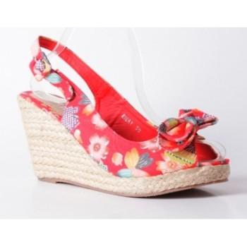 Moda accesibila: 21 de piese vestimentare si accesorii ieftine, sub 100 de RON: Sandale cu imprimeu floral