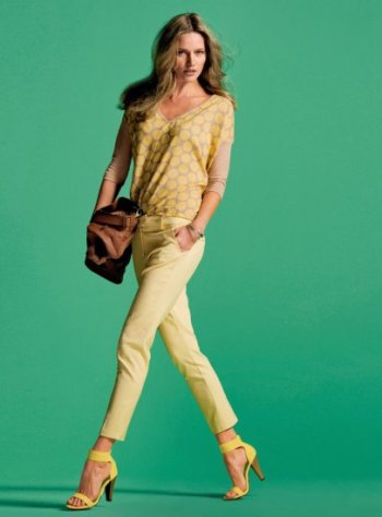 Moda accesibila: 21 de piese vestimentare si accesorii ieftine, sub 100 de RON: Bluza galbena de vara
