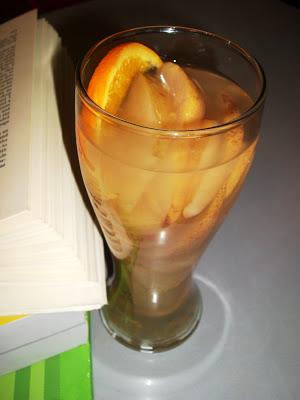 5 bauturi calde de iarna: Compot de mere si pere